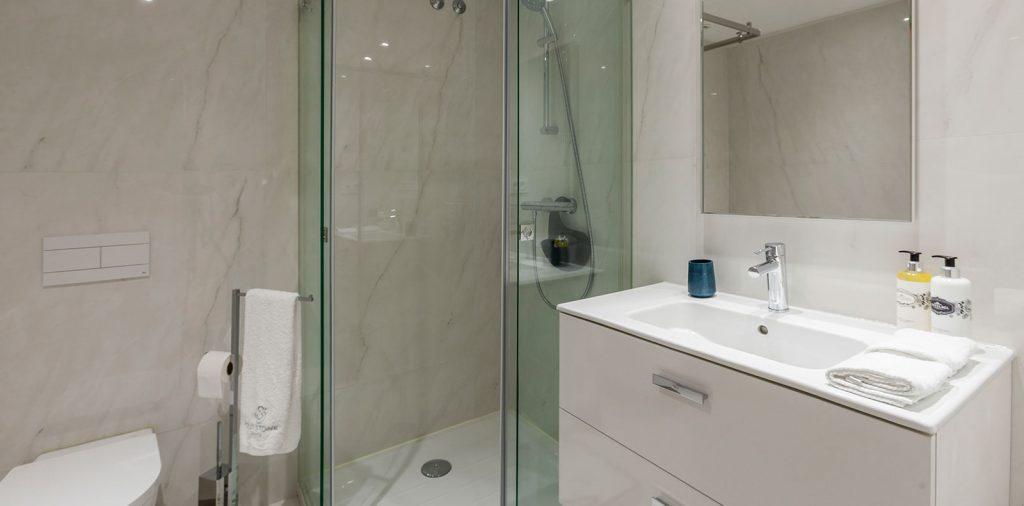 Modern Chic Residence - Bathroom